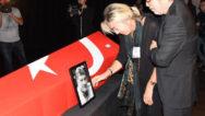 Son dakika: Tarık Ünlüoğlu gözyaşları içinde uğurlanıyor! İşte usta oyuncu Tarık Ünlüoğlu'nun cenaze töreninden görüntüler