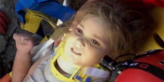 SON DAKİKA: İzmir depreminde 91. saatte mucize! Ayla Gezgin bebek enkazdan sağ olarak çıkarıldı