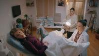 Camdaki Kız 3. bölümdeki Nalan'ın bekaret testi sahnesi olay oldu! Sosyal medyada tepki yağdı
