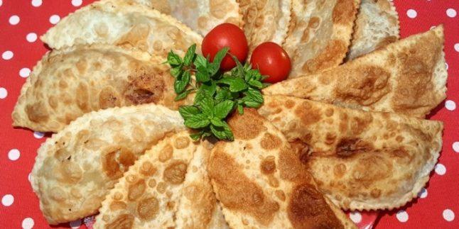 Tatar Lezzetinden Çıtır Çıtır Çiğ Börek Tarifi