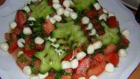 Mozzarellalı Domates Salatası Tarifi