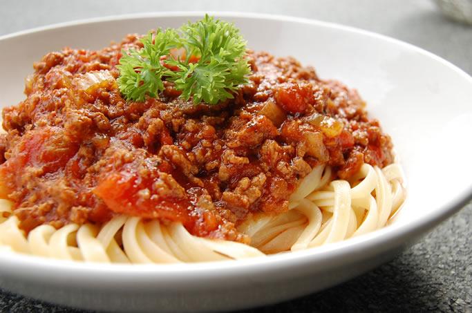bolonez soslu makarna tarifi